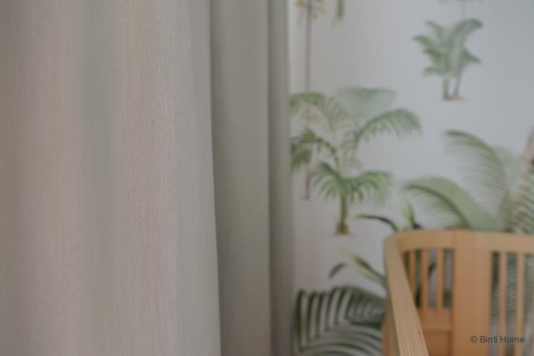 Beige naturel gordijnen voor de babykamer ©BintiHome
